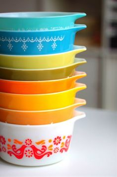 getting vintage-- I love old school cookware. Love the stacked color!