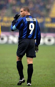 Ronaldo, best striker ever period. Injuries plagued this genius. Brazil Football Team, Football Icon, Best Football Players, Football Is Life, Soccer Players, Football Soccer, Football Shirts, Ronaldo Inter, Ronaldo 9