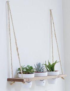 Cool DIY Indoor Plant Shelves To Enhance Your Room Beautiful A Brief Outline 148 - homesuka Indoor Plant Shelves, Hanging Shelves, Indoor Plants, Small Plants, Glass Shelves, Patio Plants, Indoor Garden, Diy Home Decor Rustic, Wall Shelf Decor
