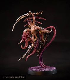A gorgeous Shaliah by our own Claudia Zuminich, the only member of the team who manages to paint some TGG minis. I think she has completely given up on sleep. Warhammer Dark Elves, Warhammer Armies, Warhammer Art, Warhammer Models, X Wing Miniatures, 28mm Miniatures, Fantasy Miniatures, Warhammer 40k Tyranids, Fantasy Figures