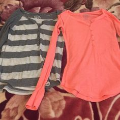 2 long sleeve thermal SO tops 5 buttons. Long sleeve thermal tops. excellent condition. 2 tips. Both size medium. SO Tops Tees - Long Sleeve