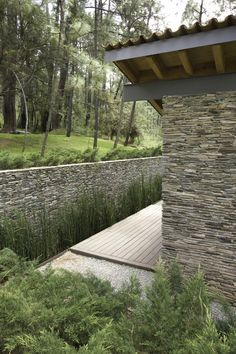 fitting into the landscape.........Ro House Tapalpa / Elías Rizo Arquitectos