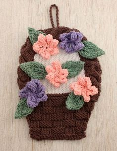 If you& one of those ladies who doesn& do anything half-baked, this Flower Basket Knit Dishcloth Pattern is the next project for you. After all, why make a dishcloth of a single flower when you can make a whole basket of them? Dishcloth Knitting Patterns, Crochet Dishcloths, Knit Patterns, Free Knitting, Flower Patterns, Knit Crochet, Knitted Washcloths, Knitted Flowers, Cream Flowers