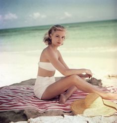 Grace Kelly at la plage. Grace Kelly at la plage. Grace Kelly at la plage. Old Hollywood, Hollywood Glamour, Classic Hollywood, Divas, Love Vintage, Vintage Beauty, Vintage Style, Vintage Glam, Vintage Girls