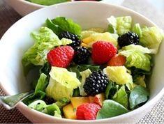 Lehký zelený salát s malinami Fruit Salad, Food, Fine Dining, Fruit Salads, Essen, Meals, Yemek, Eten