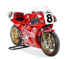 The ex-Honda Britain 1989 Honda raced by Carl Fogarty to a win in the Senior Io. Honda 750, Honda Bikes, Street Motorcycles, Racing Motorcycles, Fast Go Karts, Grand Prix, Motorcycle Art, Classic Motorcycle, Vintage Racing