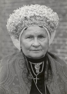 Elderly woman in Sunday church dress from Princenhage, near Breda, circa 1950 Church Dresses, Equal Rights, Historical Clothing, Traditional Dresses, Family History, Zentangle, Style Icons, Netherlands, Holland