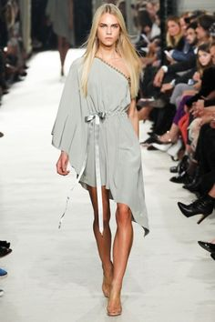 Off shoulder asymmetric dress with satin ribbon - Alexis Mabille #ss15