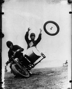 "This 1932 photograph is entitled ""Losing a wheel in the Royal Motorcycle Tournament."" All I can say is that I'm glad it's not me in that sidecar! Vintage Photos, Old Photos, Motos Retro, Vive Le Sport, Harley Davidson, Side Car, Vintage Motorcycles, Racing Motorcycles, Custom Motorcycles"