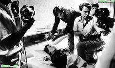 BEHIND (BRUJO) THE SCENES …..!!!!!  1968 - ROSEMARY'S BABY …..!!!!!  DIR : ROMAN POLANSKI …..!!!!!  MIA FARROW, JOHN CASSAVETES,  #ROSEMARY #BABY #MOVIE #AMANKAYFLOWER #BRUJO #BEHINDTHESCENES #HORROR #TERROR #CELULOIDE #BRUJOCOLLECTION #CINEMA #VINTAGE #RETRO #CLASSIC