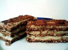 """Citromos-kakaós szelet zabpehelyből Hozzávalók 8 nagyobb szelethez: A tésztához: 100 g zabpehely 30 g csokis fehérjepor 1 citrom héja,leve 1 púpozott ek. keserű kakaópor (10 g) 1 tk. fahéj  csipet só édesítő 3-4 ek. kefir A krémhez: 2 dl sovány tej 1 citrom leve kevés citromhéj 2 púpozott ek. tejszínes pudingpor édesítő csipetnyi őrölt vanília / 1 tk. vaníliás xilit A tetejére: 1 kk. keserű kakaópor"""""""