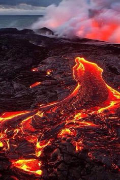 Hot Lava Flow from Volcano Volcan Eruption, Terre Nature, Foto Nature, Landscape Photography, Nature Photography, Erupting Volcano, Dame Nature, Lava Flow, Natural Phenomena