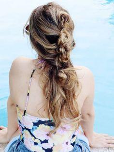 Schlaufen Parade: Messy Hair Frisuren-Inspiration für jeden Tag!