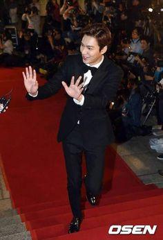 Lee Min Ho, Park Shin Hye, Yoo Chun, and many more walk the red carpet at the 51st Baeksang Arts Awards
