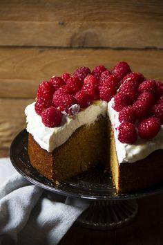 L'avete mai fatta una torta col miele? Io varie volta; questa è la più buona in assoluto!