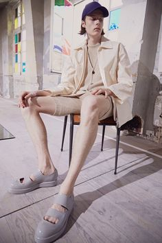 See all the Collection photos from Acne Studios Spring/Summer 2017 Menswear now on British Vogue Shoes Editorial, Editorial Fashion, Fashion Week, Fashion Show, Mens Fashion, Fashion Spring, Paris Fashion, Acne Studios, Fashion Designer