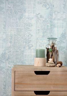 Mint op de muur! Behang FAJAH heeft een mintkleurige patchwork-look print #behang #vliesbehang #patchlook #mint #mintkleurigwonen #interieur #opdemuur