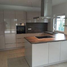 Modern Kitchen Design, Interior Design Kitchen, Kitchen Decor, Kitchen Ideas, U Shaped Kitchen, Kitchen Images, Little Kitchen, Minimalist Kitchen, Cuisines Design
