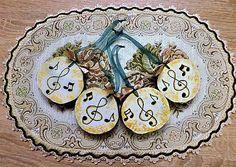 RebekaP / Zlaté vianočné ozdôbky Decorative Plates, Home Decor, Decoration Home, Room Decor, Home Interior Design, Home Decoration, Interior Design