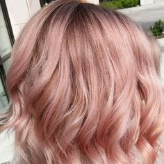 Love this dusty rose gold rose gold hair, dusty rose hair color, dusty pink Rose Gold Short Hair, Rose Blonde Hair, Rose Gold Hair Brunette, Ombre Hair, Balayage Hair, Gold Hair Colors, Hair Color Pink, Blonde Color, Pink Hair