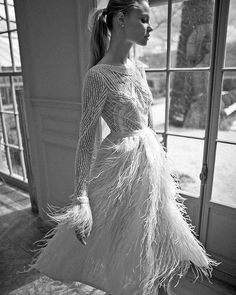 Fashion | Berta Bridal foi responsável por um dos vestidos mais pinados no mundo na estação passada. Ela não desaponta na nova coleção, super sexy e cheia de glamour. Não deixou nenhuma tendência de lado: penas, mangas longas e corpete todo bordado com motivos geométricos. A Miss USA 2015, Olivia Jordan, usou um de seus modelos antes de passar a coroa para a nova Miss USA alguns dias atrás. #vestidodenoiva #weddingdress #noiva #bride #casamento #wedding #icasei#weddingday #instawedding…