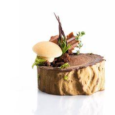 Gourmet Desserts, Plated Desserts, Just Desserts, Gourmet Recipes, Gourmet Foods, Steak Dinner Sides, Michelin Star Food, Pastry Design, Food Tech