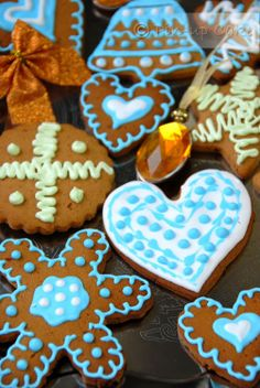 Gingerbread cookies with blue icing. So pretty!