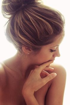 Brown hair with blonde highlights im getting this in june :)