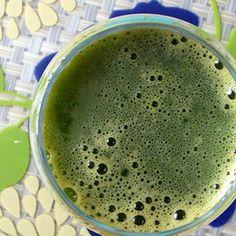 A Green Detox Juice- debloating.I heart green juice. Juice Smoothie, Smoothie Drinks, Healthy Smoothies, Healthy Drinks, Smoothie Recipes, Healthy Snacks, Soup Recipes, Healthy Recipes, Healthy Soup