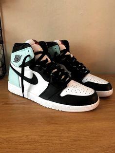 Zapatillas Nike Jordan, Tenis Nike Air, Cute Nike Shoes, Cute Nikes, Nike Shoes Outfits, Jordan Shoes Girls, Girls Shoes, Shoes Women, Cool Shoes For Girls
