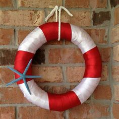 Make this DIY wreath to hang on the door of the nautical theme classroom!