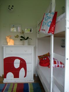what a cute way to paint a dresser