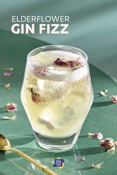 Elderflower Syrup Recipe, Gin Fizz Cocktail, Cocktail Syrups, Gin Cocktail Recipes, Prosecco Cocktails, Cocktails To Try, Spring Cocktails, Gin Recipes