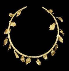 A Hellenistic gold oak wreath. Circa 3rd-1st Century B.C.