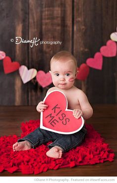 Paper Heart Banner - Easy DIY Photo Props for Valentine's Day - Compiled by I Heart Faces Photography Blog