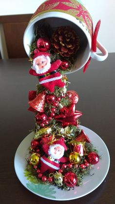 Best 12 I love making these floating cups. This one is my favorite so far. Noel Christmas, Christmas Baubles, Simple Christmas, Christmas Projects, Mickey Christmas, Christmas Scenes, Christmas Villages, Christmas Centerpieces, Xmas Decorations