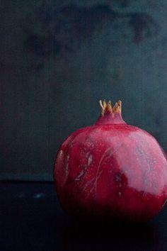 New fruit photography pomegranate grenades ideas - Obst Fotografie New Fruit, Fruit And Veg, Fruits And Vegetables, Fresh Fruit, Fruit Art, Paper Fruit, Grenade Fruit, Photo Fruit, Fruit Photography