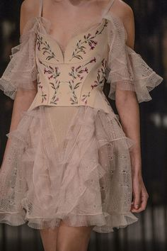 Alexander McQueen, Fall 2016 - The Most Beautiful Runway Details of Fall 2016 - Photos