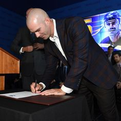 It's official. Barret Jackman retires a Blue after signing a one-day contract on Tuesday. Read more at stlouisblues.com. #stlblues :@scottrovak