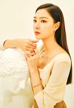 Crash Landing on You Seo Ji-hye Inspired Earrings 016 Korean Actresses, Korean Actors, Actors & Actresses, Korean Star, Korean Girl, Korean Beauty, Asian Beauty, Korean Celebrities, Celebs
