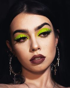 created a neon green Look Green Eyeshadow Look, Neon Eyeshadow, Pigment Eyeshadow, Eyeshadow Looks, Eyeshadow Makeup, Eyeshadows, Bright Eye Makeup, Colorful Eye Makeup, Black Makeup