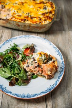 Laxlasagne med grönkål och ricotta - 56kilo.se - Inspiration, Livsstil & LCHF Recept Vegetarian Recipes Dinner, Dinner Recipes, Dinner Ideas, Healthy Snacks, Healthy Recipes, Ricotta, Greens Recipe, Fish Recipes, Recipies