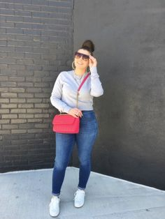 MAXIMIZE YOUR WARDROBE: 14 WAYS TO WEAR HIGH WAIST SKINNY JEANS Sporty Outfits, Stylish Outfits, Fashion Outfits, Fall Fashion, Style Blog, Blogger Style, Comfortable Outfits, Distressed Denim, Casual Chic