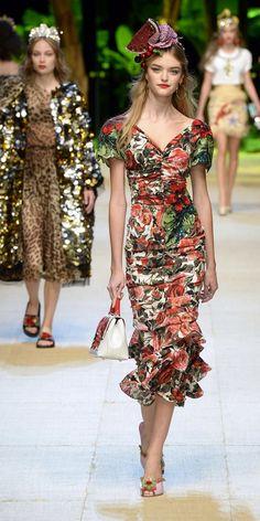 Desfile Dolce   Gabbana Primavera Verão 2017  Milan Fashion Week  Destaques f467faaae1