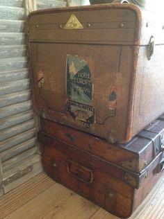 Oude antieke koffers