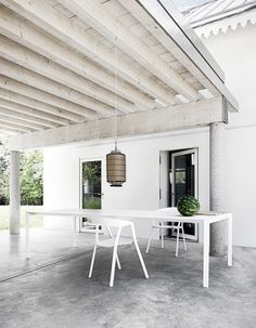 Thin-K Longo Outdoor table features a thin, 3 metres long top. Stunning.