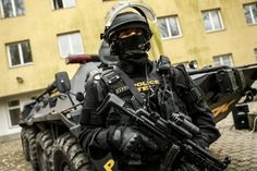 #tek #hungary #police #magyar #budapest Special Forces Army, Military Units, Army Soldier, Tactical Gear, Cops, Hungary, Police, The Unit, Soldiers