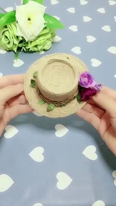 DIY Straw Hat DIY Straw Hat Ernhi sommer Use a disposable cup and cotton line to make straw hat it is very nbsp hellip hair ideas Diy Crafts Hacks, Diy Crafts For Gifts, Diy Arts And Crafts, Creative Crafts, Fun Crafts, Crafts For Kids, Diy Projects, Decor Crafts, Diy Crafts Useful