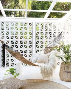 Backyard Hammock Ideas -Laying in a hammock is one of the most relaxing points worldwide. Check out lazy-day backyard hammock ideas! Backyard Hammock, Outdoor Hammock, Outdoor Balcony, Backyard Patio, Outdoor Spaces, Indoor Outdoor, Outdoor Living, Outdoor Decor, Hammocks
