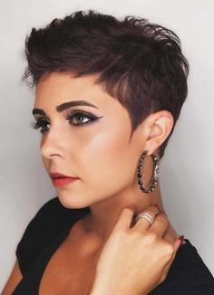 22 Stunning Pixie Haircuts for Short Hair in 2018